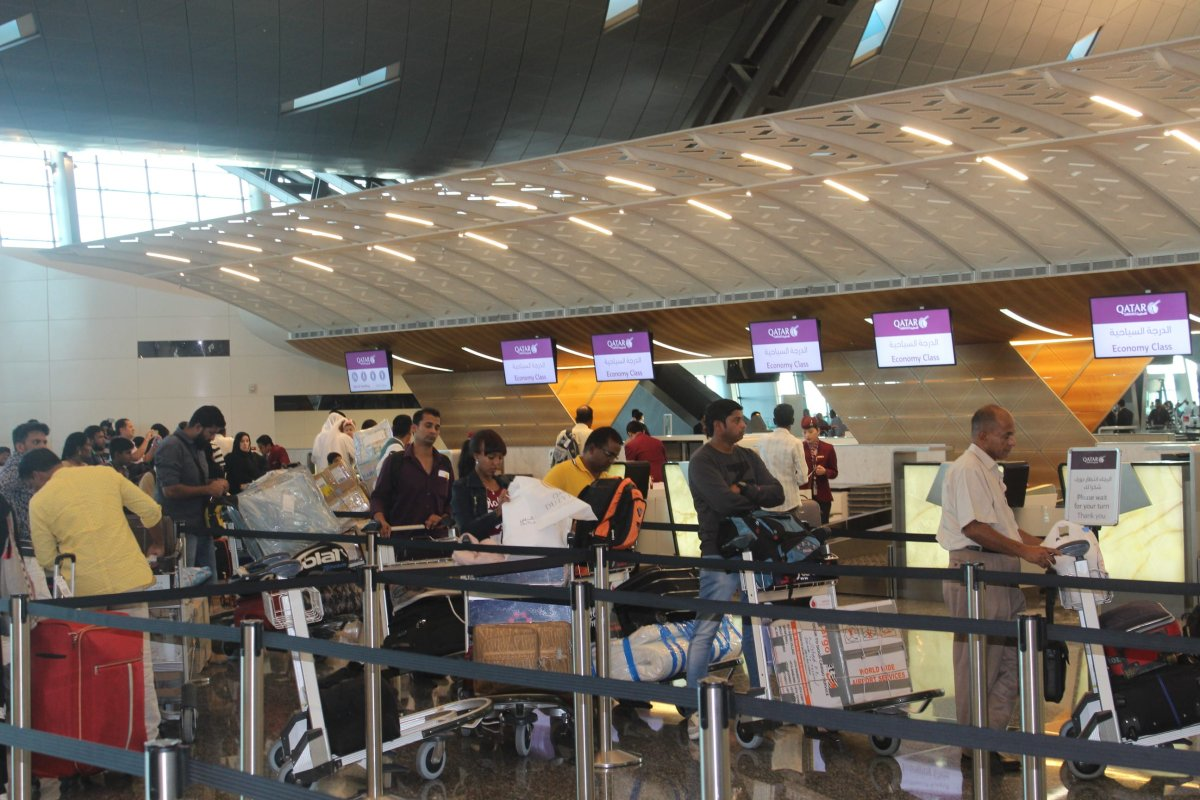People queue for flight details during a land, sea and air blockade applied by the GCC countries, at Hamad International Airport in Doha, Qatar on 12 June 2017 [Ahmed Youssef Elsayed Abdelrehim/Anadolu Agency]