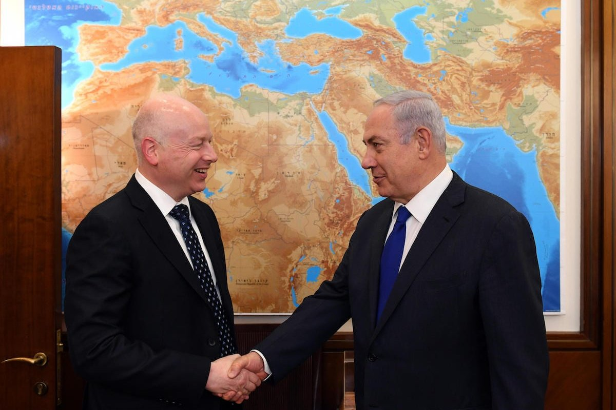 Israel's Prime Minister Benjamin Netanyahu (R) meets with US President's envoy to the Middle East Jason Greenblatt (L) in Jerusalem on 21 June 2017 [Handout / Amos Ben Gershom / GPO]