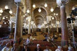 Muslim worshippers gather at Al-Zaytuna Mosque as they observe Laylat Al-Qadr in month of Ramadan in Tunis, Tunisia on 21 June 21, 2017 [Yassine Gaidi/Anadolu Agency]