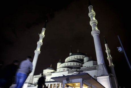 Kocatepe Mosque is seen as Muslim worshippers arrive to perform prayer on Laylat Al-Qadr in the month of Ramadan in Ankara, Turkey on 21 June 2017 [Abdülhamid Hoşba/Anadolu Agency]