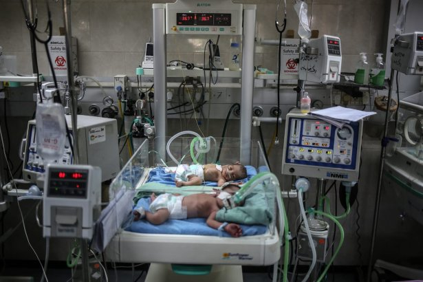 Newborn babies at the intensive care unit are seen at the Al-Shifa Hospital in Gaza City on 27 June, 2017 [Ali Jadallah/Anadolu Agency]