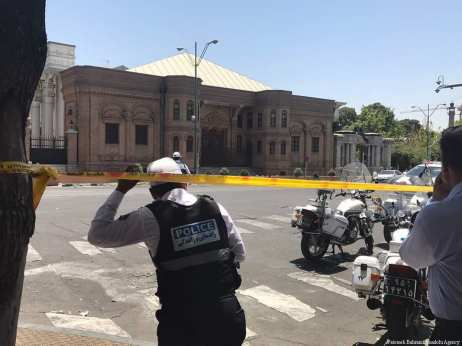 7 persons were killed, and many others wounded, in two simultaneous explosions on Wednesday morning, one of them inside the Iranian parliament, and the other in front of the tomb of Ayatollah Khomeini, the founder of the republic on 7 June, 2017 [Fatemeh Bahrami/Anadolu Agency]