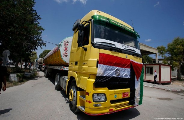 Egypt allows diesel into Gaza to help get the Strip's electricity plant up and running on 21 June 2017 [Mohammed Asad/Middle East Monitor]