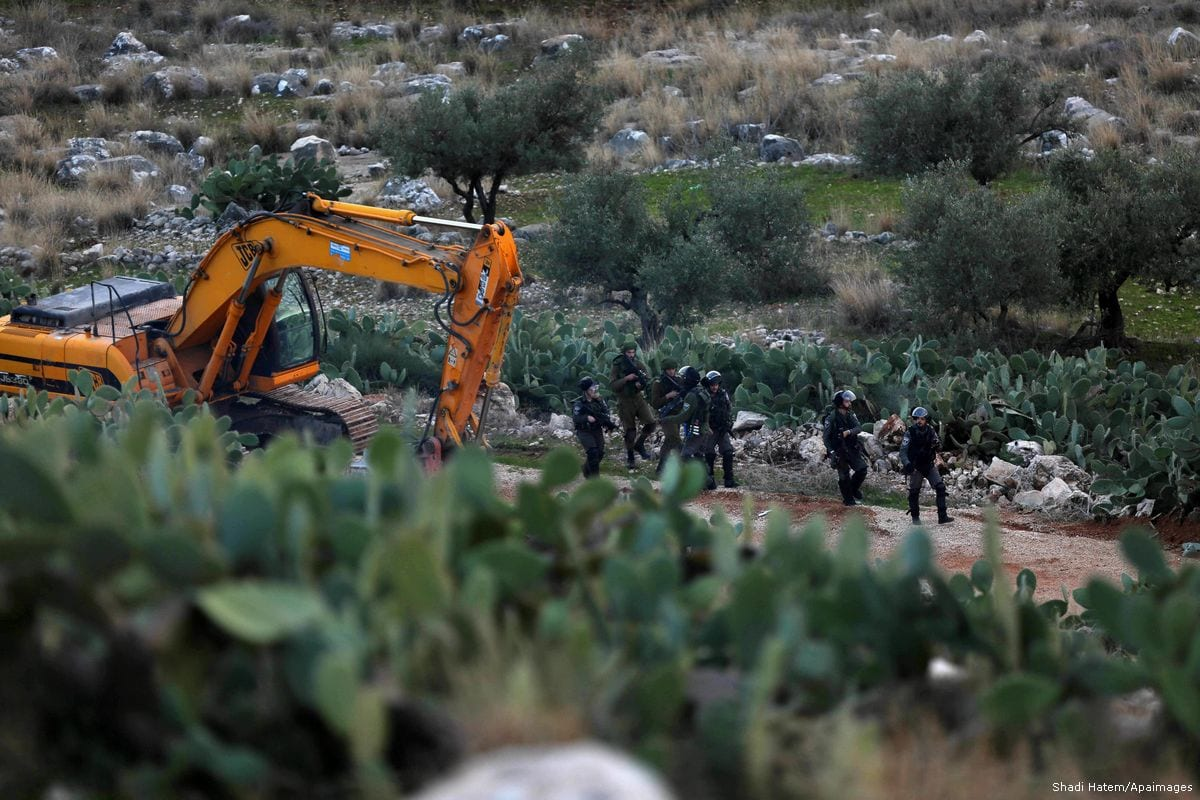 Israeli security forces take position at a demolition site in Ramallah, West Bank on 4 January 2017 [Shadi Hatem/Apaimages]