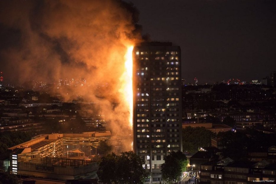 Image of the burning Grenfell Tower on 14 June 2017 in London, UK [knooorrr/Twitter]