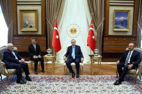 Turkish President Recep Tayyip Erdogan (C) meets with Minister of Foreign Affairs of Iran Muhammed Cevad Zarif (L) in Ankara, Turkey on June 7, 2017 [Turkish Presidency / Yasin Bulbul/Anadolu Agency]