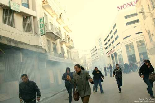 Protesters flee from tear gas to the Tunisian police in Tunis, Tunisia [Wassim Ben Rhouma/Flickr]