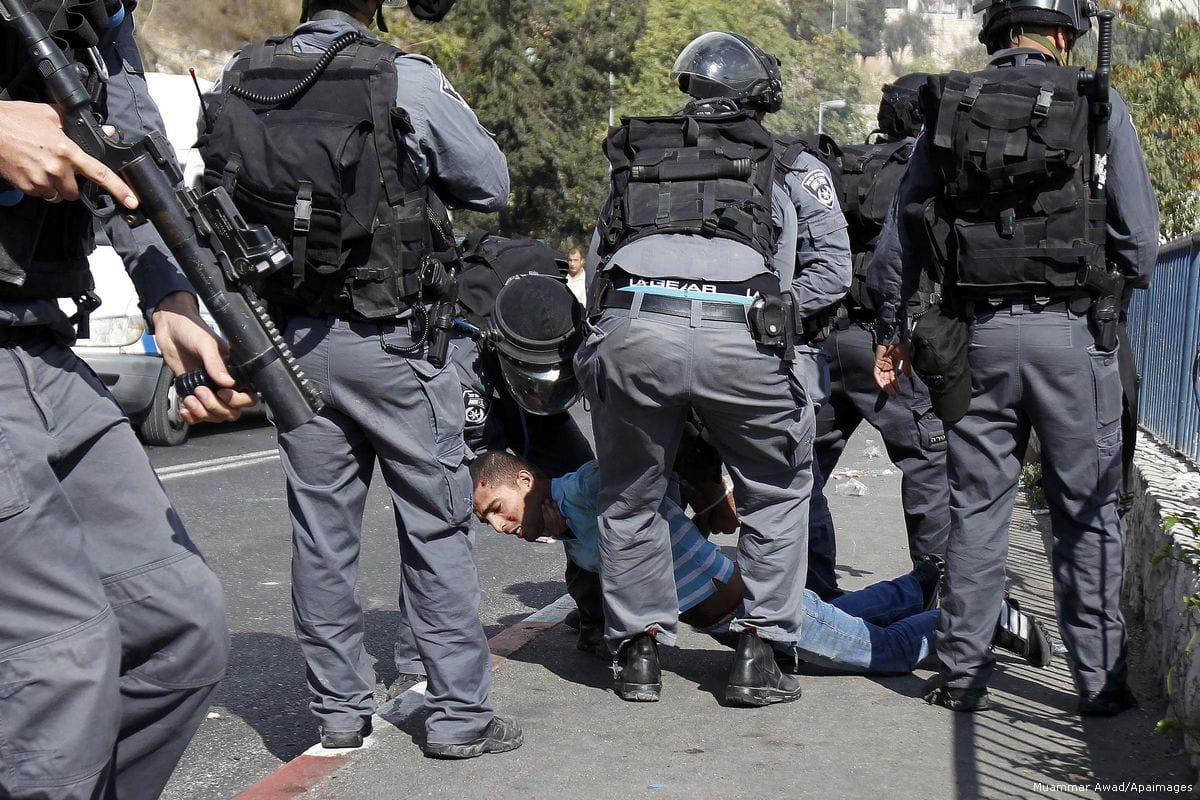 Israeli security forces brutally arrest a Palestinian man on 15 October 15 2015 [Muammar Awad/Apaimages]