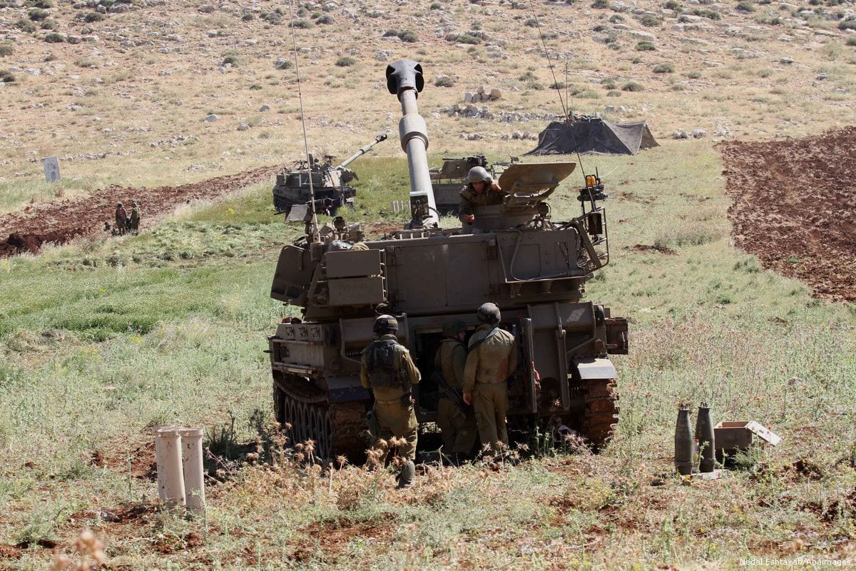 The Israeli army take part in military exercises, on May 3, 2015 [Nedal Eshtayah/Apaimages]