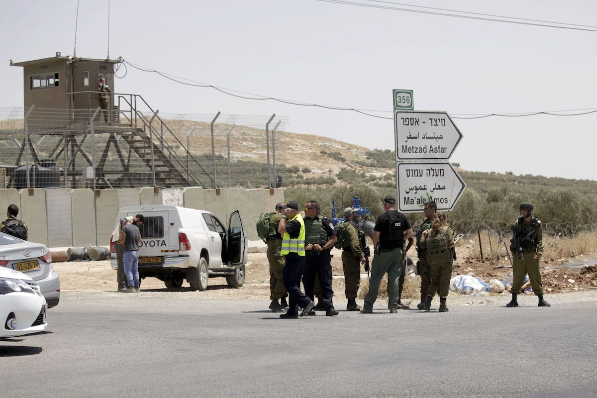 Israeli security forces investigate the scene after Israeli soldiers shot Palestinian who allegedly stabbed and wounded an Israeli soldier at the illegal jewish settlement Tekoa, Gush Etzion in Hebron, West Bank on July 10, 2017 [Mahmoud Ibrahem / Anadolu Agency] ( Mahmoud Ibrahem - Anadolu Agency )