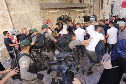 Israeli soldiers forcefully break up Palestinian protesters who were demonstrating against the security measures placed on Al-Aqsa Mosque 16 July 2017 [Mostafa Alkharouf/Anadolu Agency]