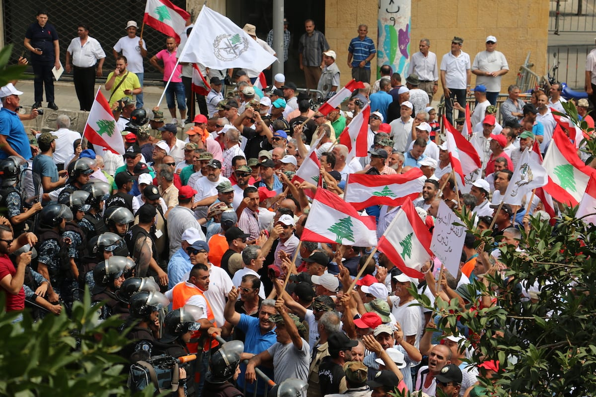 Lebanese public officials and private sector employees who wait to be permanent staff stage a demonstration demanding a wage increase at Riad Al Solh Square in Beirut, Lebanon on July 18, 2017 [ Muhammed Ali Akman / Anadolu Agency]