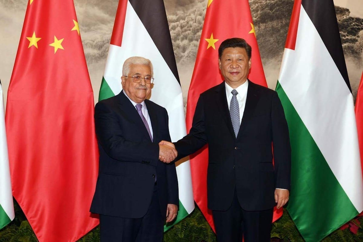 Palestinian President Mahmoud Abbas (L) shakes hands with President of China Xi Jinping (R) ahead of their meeting in Beijing, China on 18 July, 2017 [Palestinian Presidency/ Handout/Anadolu Agency]