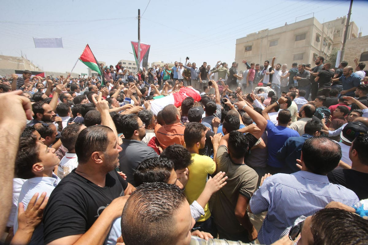 People carry the dead body of Muhammad al-Jawawdah, who was killed by an Israeli bodyguard at Israeli Embassy's building on Sunday, in Amman, Jordan on 25 July, 2017 [Salah Malkawi/Anadolu Agency]
