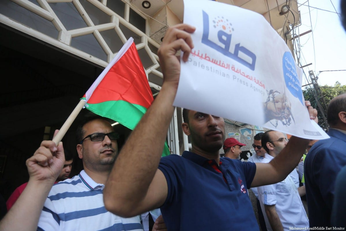 Journalists demonstrate in Gaza after the Palestinian Authority censored 30 news sites on 30 June 2017 [Mohammed Asad/Middle East Monitor]