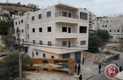 Israeli forces demolished a four-story building in the occupied East Jerusalem neighborhood of Issawiya saying it lacked the necessary building permit. The building's owner had scheduled a meeting with authorities the very next day to discuss the demolition on 11 July 2017 [Ben White/Twitter]