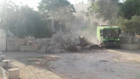 Damage caused by Israeli occupation forces at the Lion's Gate of Al-Aqsa Mosque in occupied East Jerusalem on 25 July 2017 [alaqsatv.ps]