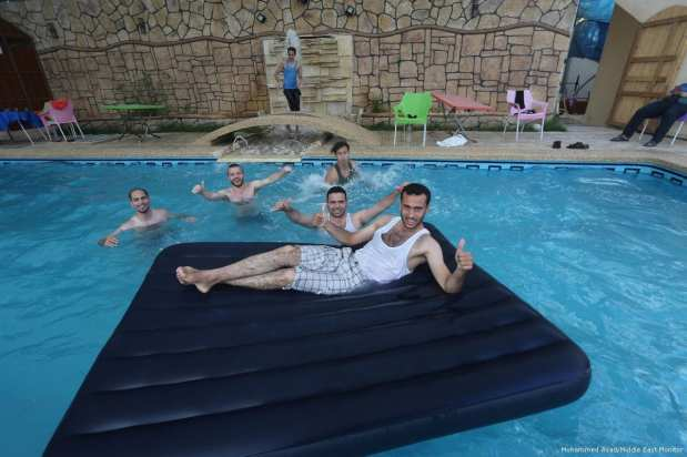 For those able to access them, swimming pools are cleaner alternatives [Mohammed Asad/Middle East Monitor]