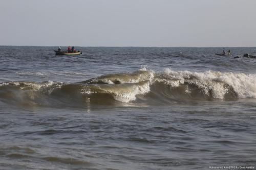 Fishing in dirty, polluted water can be deadly but for besieged Gaza there is no other choice [Mohammed Asad/Middle East Monitor]