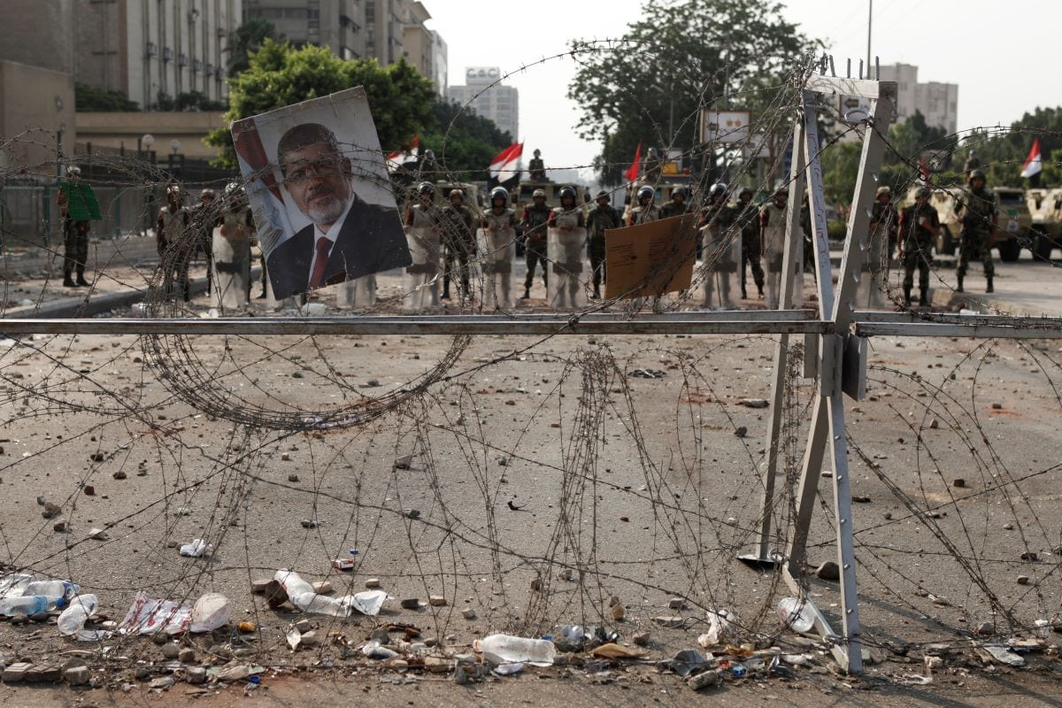 Soldiers of the Egyptian Army stand guard near the headquarters of the Egyptian Republican Guard one day after a shooting at the site of a pro-Morsi sit in on July 9, 2013 in Cairo, Egypt [Ed Giles/Getty Images]