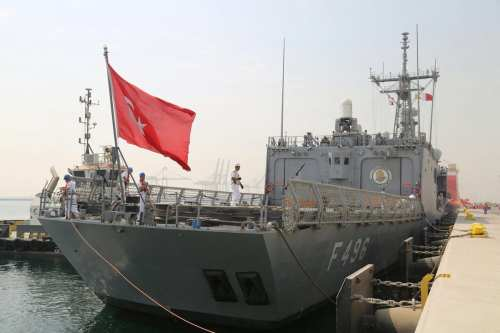 TCG Gokova Frigate, which belongs to the Turkish fleet command arrive at the Hamed Port in Doha, Qatar on 31 July, 2017 [Qatari Defense Ministry/Anadolu Agency]