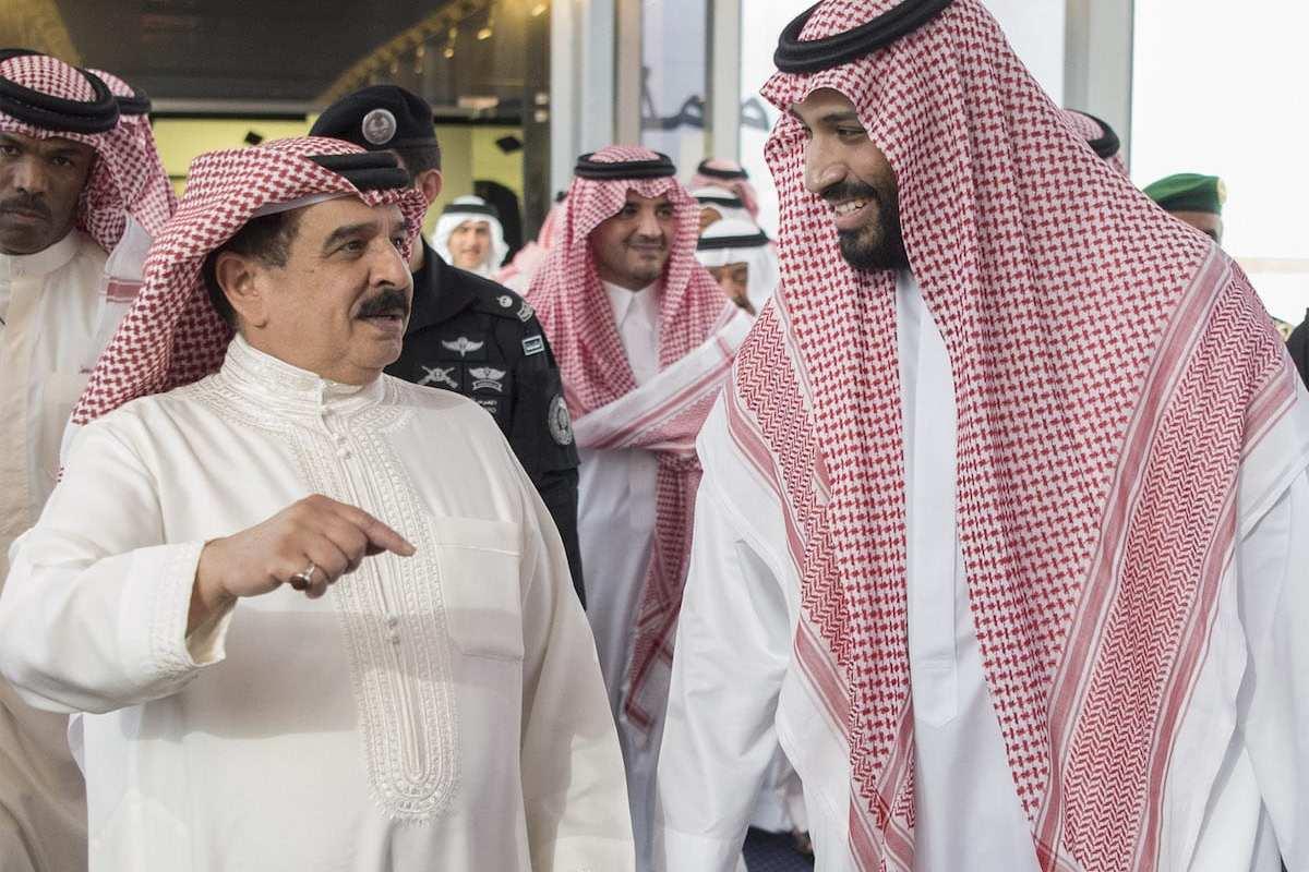 King of Bahrain Hamad bin Isa Al Khalifa [right] meets Saudi Crown Prince Mohammad bin Salman al-Saud [left] in Jeddah, Saudi Arabia on August 1, 2017 [Bandar Algaloud / Saudi Royal Council / Handout - Anadolu Agency]