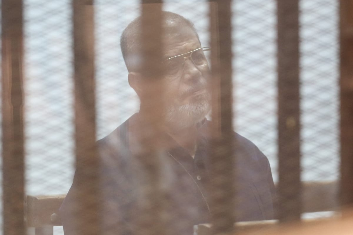 Egypt's ousted President Mohamed Morsi and 21 other defendants attend a court session behind a cage at the Cairo Police Academy in Cairo, Egypt on August 06, 2017 [Mostafa El-Shemy / Anadolu Agency]