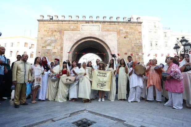 Tunisian women pose for a photo as they gather to celebrate Women's Day in Tunis, Tunisia on 13 August 2017 [Yassine Gaidi/Anadolu Agency]