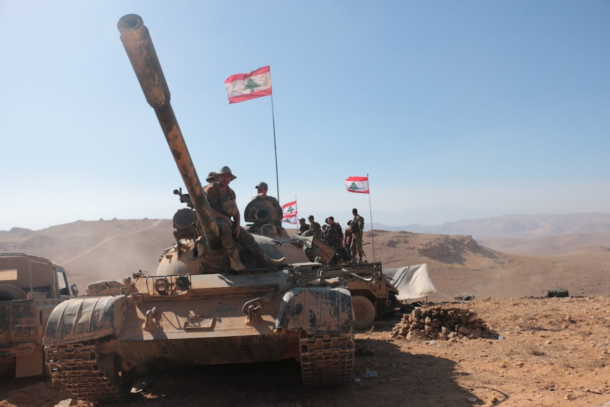 Lebanese soldiers stand guard at the Lebanon-Syria border on 28 August 2017 [Muhammed Ali Akman/Anadolu Agency]