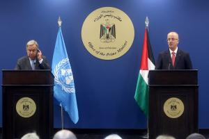 RAMALLAH, WEST BANK - AUGUST 29: United Nations Secretary General Antonio Guterres (L) holds a joint press conference with Prime Minister of Palestine Rami Hamdallah (R) following their meeting at Prime Ministry building in Ramallah, West Bank on August 29, 2017. ( Issam Rimawi - Anadolu Agency )
