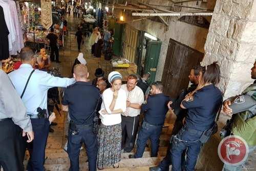 Yehuda Glick performs prayers outside Al-Aqsa, as 135 Israelis enter holy site [Maannews]