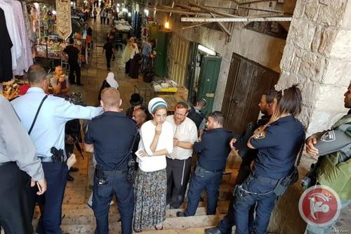 Yehuda Glick performs prayers outside Al-Aqsa, as 135 Israelis enter holy site [Maannews]
