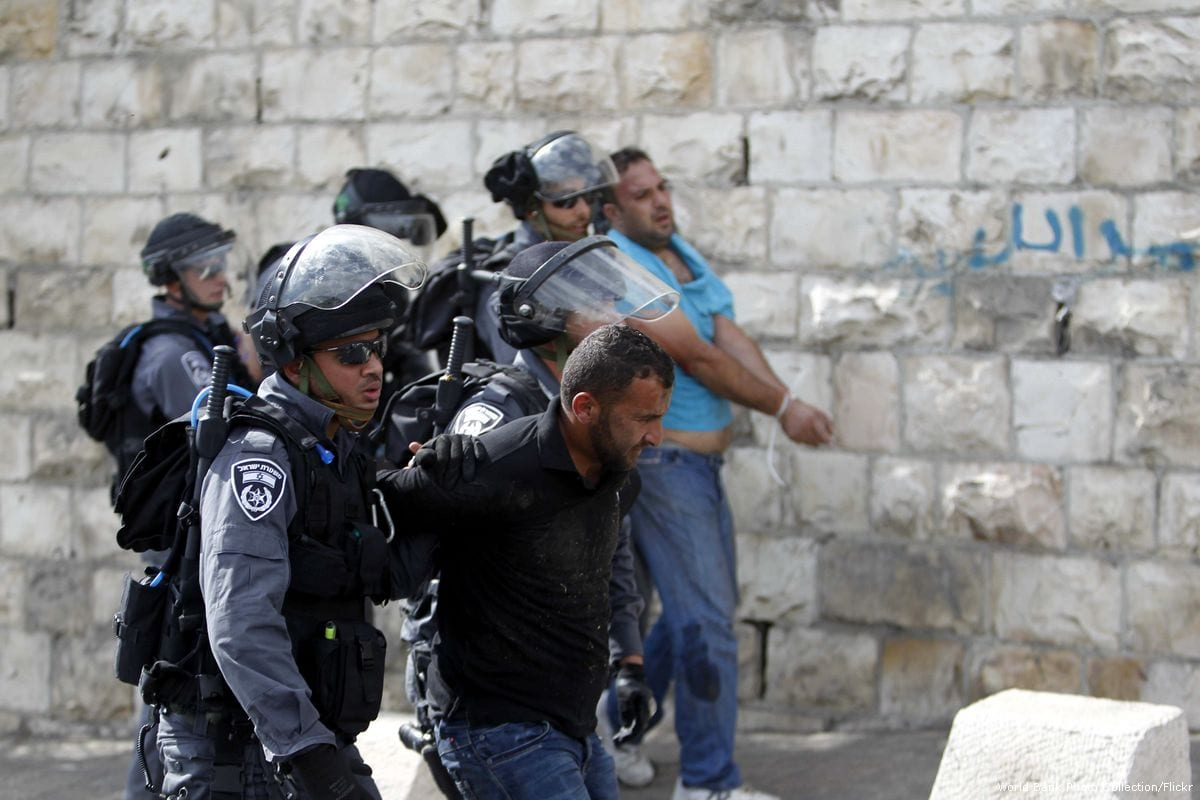 Israeli occupation forces can be seen arresting Palestinians on 15 October 2015 [Muammar Awad/Apaimages[