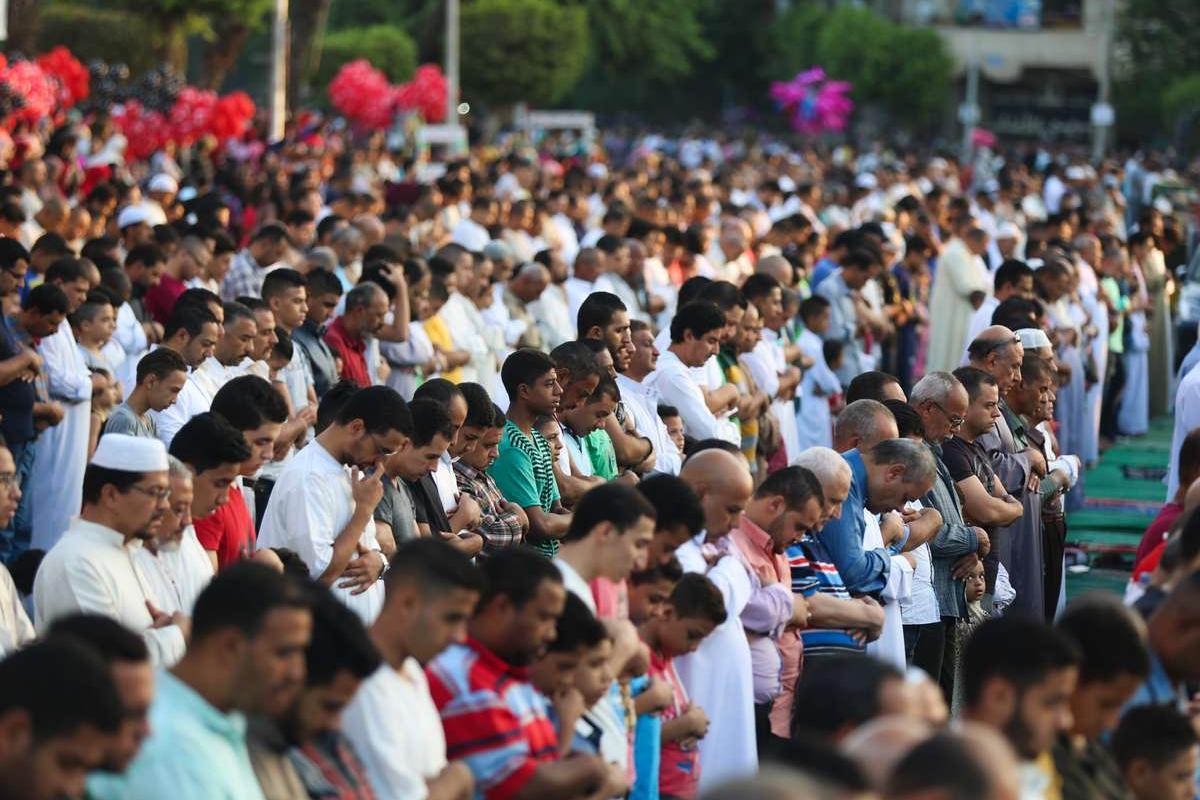 Egyptian Muslims perform the Eid Al-Adha (Feast of Sacrifice) prayer at Amr bin As Mosque in Cairo, Egypt on September 1, 2017. ( Mostafa El Shemy - Anadolu Agency )