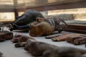Ancient wooden statues are found in a tomb of a goldsmith named Amenemhat from the time of Tutankhamun in Luxor, Egypt on 9 September 2017 [Ibrahim Ramadan/Anadolu Agency]