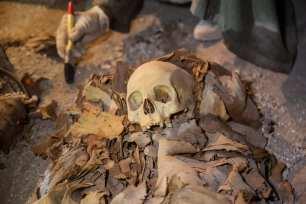 Egyptian skulls are seen near a tomb in Dra Abu el-Naga district of Luxor, Egypt on 9 September 2017 [Ibrahim Ramadan/Anadolu Agency]