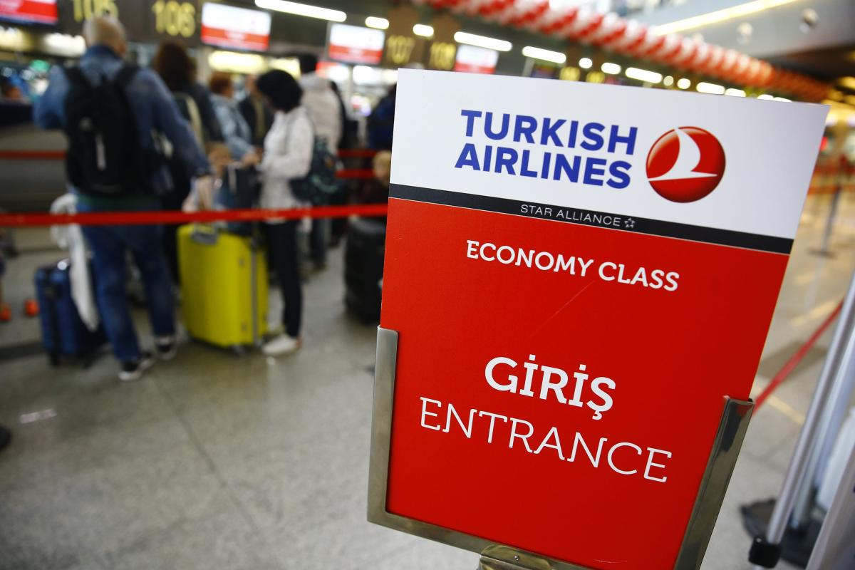Entrance sign of Turkish Airlines is seen as passengers of Turkish Airlines queue to check in for a Moscow-Antalya flight at the Vnukovo International Airport in Moscow, Russia, on 19 September, 2017 [Sefa Karacan/Anadolu Agency]