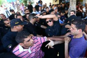 Protesters, restricted to work at public offices, fight with police during a protest, demanding their employment, in front of Prime Ministry's building in Tunis, Tunisia on September 25, 2017. Numbers of people had been restricted to work in public offices due to their opposite acts during the ousted Tunisian President Zainal Abidin Ben Ali's period. ( Yassine Gaidi - Anadolu Agency )