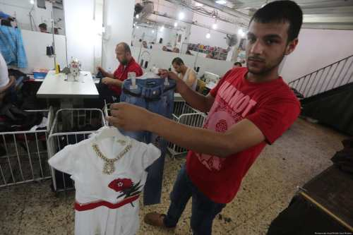 In August the first shipment of clothes since 2007 left Gaza headed for Israel, it contained approximately 3,500 pieces [Mohammed Asad/Middle East Monitor]