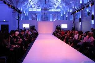 Spectators eagerly wait for London Fashion week to begin! [Jehan Alfarra/Middle East Monitor]