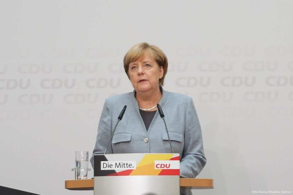 German Chancellor Angela Merkel (C) holds a press conference the elections in Berlin, Germany on 25 September 2017 [Erbil Başay/Anadolu Agency]