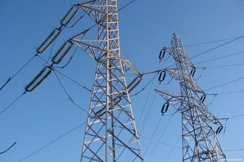 Electricity power lines [Paulnasca/Wikipedia]
