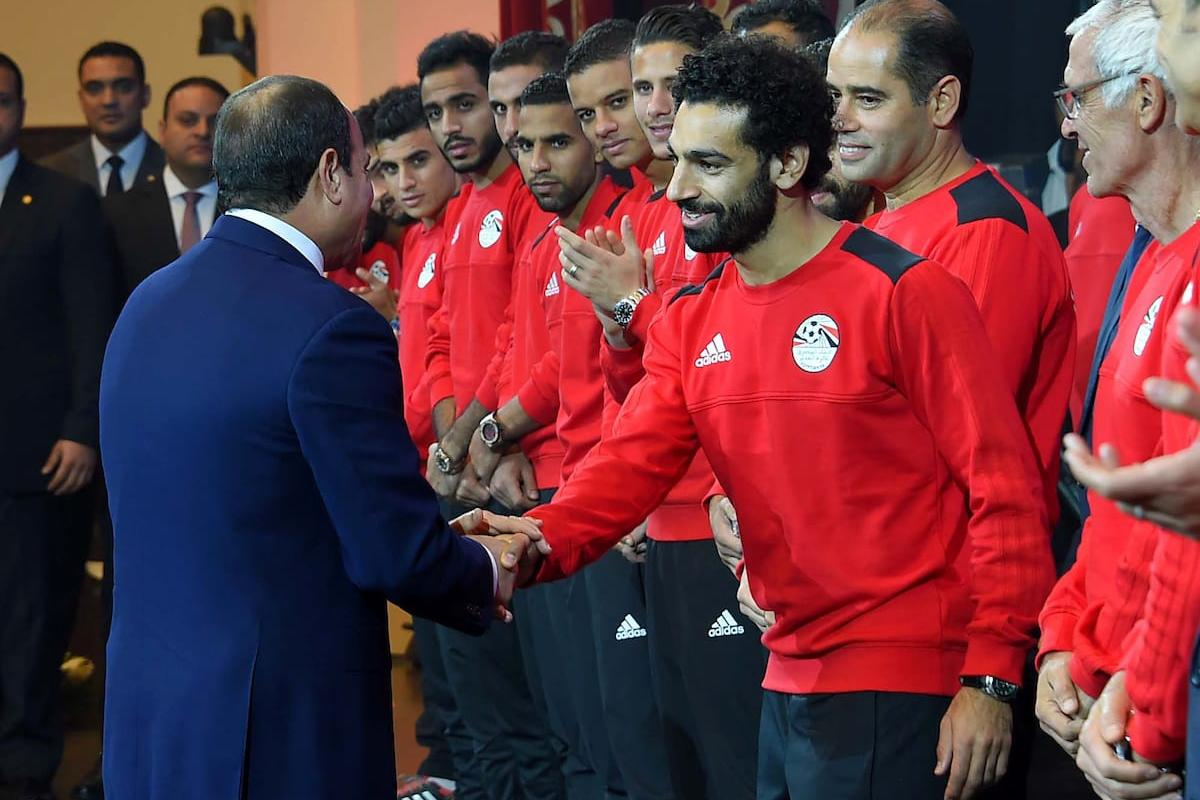Egyptian President Abdel Fattah al-Sisi honors players of his country's national football team in Cairo, following their win over Congo and securing a place at the 2018 World Cup in Russia, on 9 October,2017 [Egyptian President Office/Apaimages]