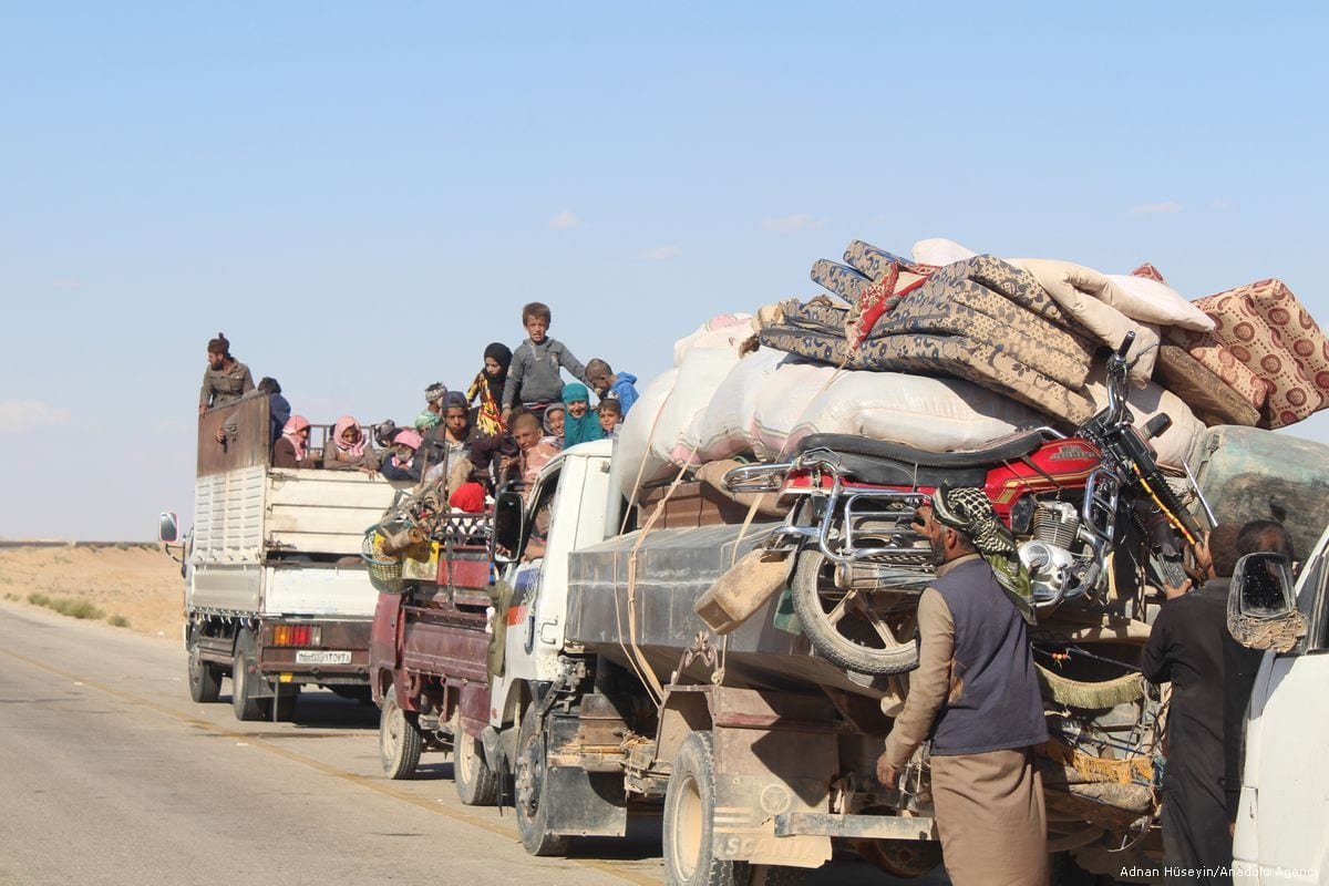 Syrians are seen with their belongings as they leave their hometown due to the attacks in Deir ez-Zor, Syria on 11 October 2017 [Adnan Hüseyin/Anadolu Agency]