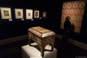 An Ottoman tortoiseshell and mother-of-pearl casket, Turkey, 18th/19th century, (est. £5,000-£7,000) is showing at the press view of Modern and Contemporary Middle Eastern Art Sale in London, England on October 20, 2017. ( Ray Tang - Anadolu Agency )