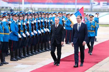 President of Turkey Recep Tayyip Erdogan (2nd R) stands next to President of Serbia Aleksandar Vucic (R) during an official welcoming ceremony at the Palace of Serbia in Belgrade, Serbia on 10 October, 2017 [Mustafa Öztürk/Anadolu Agency]