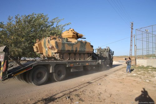 Turkish Army's armoured vehicles are deployed on the border line in the Turkish border district of Reyhanli near Syria's Idlib, within the reconnaissance activities in Idlib as part of an international agreement to establish de-escalation zones, in Hatay, Turkey on 17 October, 2017 [Cem Genco/Anadolu Agency]