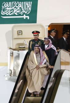 Saudi Arabia's King Salman (bottom) disembarks from a plane upon his arrival at Vnukovo airport outside Moscow, Russia October 4, 2017 [Sergei Karpukhin]