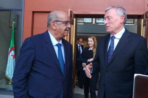Algerian Foreign Minister Abdelkader Messahel (left) and UN envoy to the Western Sahara Horst Kohler meet in Algiers on 22 October 2017. [Abdelkader Messahel /Twitter]