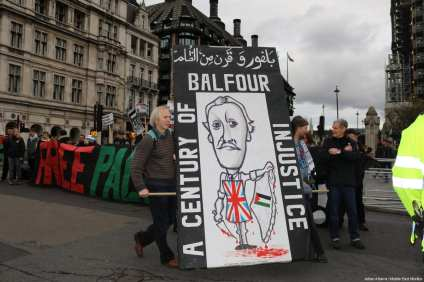 Londoners mark 100 years since Balfour Declaration in a protest to recognise the on-going oppression of Palestinians and calling for an apology from the British government, in London on 4 November, 2017